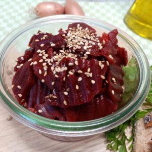 Bio Rote-Betesalat mit geröstetem Sesam, 200g, vegan, Pfandglas
