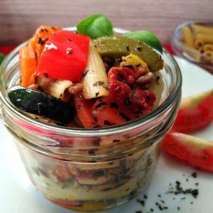 Bio- Nudelsalat mit mediterranem Ofengemüse, vegan, 300 g, im Pfandglas groß