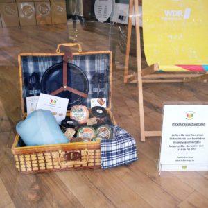 Picknickkorb zum Ausleihen inklusive Picknickgeschirr, Besteck, Decke und Tischtuch*